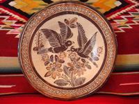 Mexican vintage pottery and ceramics, a lovely petatillo plate with graceful doves, attributed to the great potter and folk artist Balbino Lucano, Tlaquepaque, Jalisco, c. 1930's. Main photo of the front of the Balbino Lucano petatillo plate.