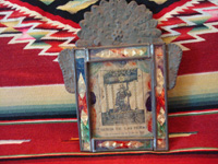 Mexican vintage devotional art and Mexican vintage tinwork art (tin art), a lovely tin and glass nicho with an antique print (holy card) depicting Christ of Grief (Way of the Cross), c. 1930's. Main photo.