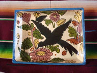 Mexican vintage pottery and ceramics, a beautiful pottery baking dish, decorated with wonderful birds and flora, Tonala or Tlaquepaque, Jalisco, c. 1930-40's. Lovely black birds decorate the inside of the dish, and each of the four sides. Main photo of the dish.
