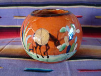 Mexican vintage pottery and ceramics, a lovely pottery tecomate with beautiful glazing and exquisite artwork, Tlaquepaque or Tonala Jalisco, c. 1940's. Main photo of the tecomate from San Pedro Tlaquepaque.
