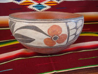 Native American Indian vintage pottery and ceramics, a beautiful Santo Domingo pottery bowl with lovely hand-painted traditional decoration, Santo Domingo Pueblo, New Mexico, c. 1950.  Side view of the Santo Domingo pottery bowl.