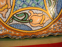 Mexican vintage pottery and ceramics, a ceramic Talavera tray from Puebla, c. 1960's. Closeup photo of one corner of the ceramic Talavera tray.