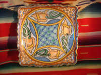 Mexican vintage pottery and ceramics, a ceramic Talavera tray from Puebla, c. 1960's. Main photo.