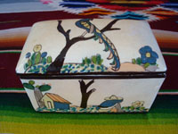 Mexican vintage pottery and ceramics, a very beautiful pottery, lidded keep-sake box with very fine artwork on the top and sides, Tonala or Tlaquepaque, Jalisco, c. 1940's. Main photo.