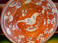 Mexican vintage pottery and ceramics, a pair of bandera-ware plates with graceful birds, Tonala or Tlaquepaque, Jalisco, c. 1930's. Closeup photo of the second bandera-ware plate.