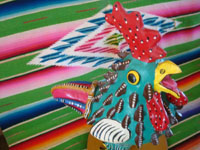 Mexican vintage folk art, and Mexican vintage pottery and ceramics, a wonderful, large rooster, signed JJRM (Juan Jose Ramos Medrano, the grandson of the very famous Candelario Medrano), Santa Cruz de las Huertas, Jalisco, c. 1960's. Closeup photo of the rooster's head.