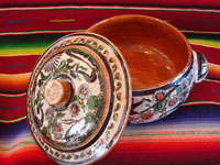 Mexican vintage pottery and folk art, a lovely petatillo casserole with lid, Tonala, Jalisco, c. 1950-60, by famed artist Jose Bernabe. The casserole features wonderful and very intricate floral and zoomorphic figures. Photo showing the lid and the inside of the casserole.