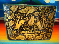 Mexican vintage pottery and ceramics, a lovely fantasia-ware pottery rectangular dish with incredibly fine and imaginative artwork, San Pedro Tlaquepaque, Jalisco, c. 1930's. Main photo of the fantasia-ware dish.