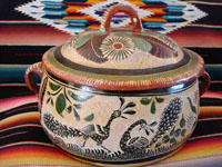 Mexican vintage pottery and ceramics, a Tlaquepaque petatillo casserole dish with a lid, c. 1940. The petatillo hatch-work decoration which comprises the background of this piece is very, very fine!