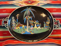 Mexican vintage pottery and folk art, a wonderful oval blackware charger with handles, Tlaquepaque, Jalisco, c. 1920-30's. This is an incredible piece of vintage Mexican pottery and a true treasure for the discerning collector! Main photo.