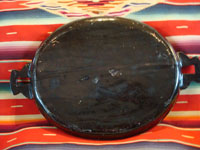 Mexican vintage pottery and folk art, a wonderful oval blackware charger with handles, Tlaquepaque, Jalisco, c. 1920-30's. This is an incredible piece of vintage Mexican pottery and a true treasure for the discerning collector! A photo showing the back of the charger.