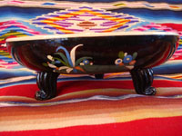 Mexican vintage pottery and ceramics, a black-ware bowl with a tri-pod base, Tlaquepaque, Jalisco, c. 1930's. The bowl has a very graceful and beautiful form, and the artwork on the bowl is very sharp and intricate. Side-view of the Tlaquepaque pottery bowl.