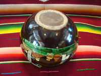 Mexican vintage pottery and ceramics, a blackware tecomate (spherical bowl) with excellent artwork, Tlaquepaque or Tonala, Jalisco, c. 1935. Photo of the bottom of the tecomate.