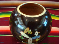Mexican vintage pottery and ceramics, a blackware tecomate (spherical bowl) with excellent artwork, Tlaquepaque or Tonala, Jalisco, c. 1935. Another side of the tecomate.