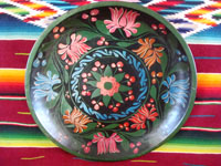Mexican vintage wood-carving and folk art, a hand-carved laquer-ware batea with wonderful artwork, Uruapan, Michoacan, c. 1930's. The batea features lovely floral decorations, painted on top of the fine laquer finish.  Main photo.