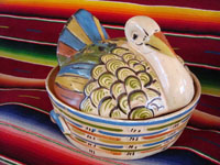 Mexican vintage pottery and ceramics, a large casserole in the form of a wonderful cream-colored turkey, Tonala, Jalisco, c. 1940's. The hand-painted decorations are very well-executed, especially on the wings of the turkey and the outside of the bowl. Main photo.