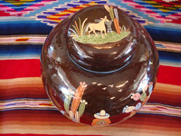 Mexican vintage pottery and ceramics, a large, lidded black-ware tibor, Tlaquepaque, Jalisco, c. 1920's. Photo showing the artwork on the top of the lid.