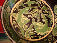 Mexican vintage pottery and ceramics, a Fantasia pan with wonderful fish, c. 1920-30. The hand-painted design-work on this fry pan is excellent. The piece was made in the pottery center of Tlaquepaque, Jalisco. Closeup photo of main fish design.