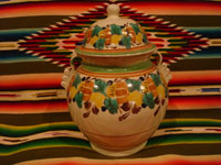 Mexican pottery and ceramics, a beautiful ceramic jar with a lid, very beautifully decorated, by the renowned Gorky Gonzalez of Guanajuato, c. 1960. Main photo of the tibor by Gorky Gonzalez.