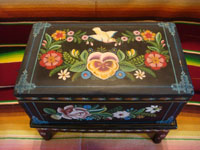 Mexican vintage folk art, and Mexican vintage woodcarvings and masks, a lovely wooden laquer-ware keepsake box with beautiful hand-painted decorations, Olinala, c. 1950's. Photo looking down at the top of the box.