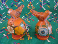 Mexican vintage folk art, a wonderful pair of birds, salt and pepper shakers, made of Olinala laquered gourds, Olinal, Guerrero, c. 1940's.  Main photo of the salt and pepper shakers.