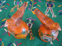 Mexican vintage folk art, a wonderful pair of birds, salt and pepper shakers, made of Olinala laquered gourds, Olinal, Guerrero, c. 1940's.  Another view of the birds.