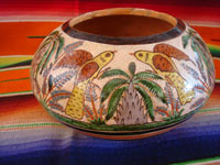 Mexican vintage pottery and ceramics, a very beautiful petatillo bowl with incredibly fine glazing and artwork, Tonala or San Pedro Tlaquepaque, c. 1930. Main photo of the bowl.