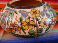 Mexican vintage pottery and ceramics, a very beautiful petatillo bowl with incredibly fine glazing and artwork, Tonala or San Pedro Tlaquepaque, c. 1930. Photo of a third side of the bowl.