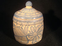 Mexican vintage pottery and ceramics, a jar with lid, signed Arias, with floral decorations, c. 1930-40. Beautiful cream colored glaze with blue floral decorations.
