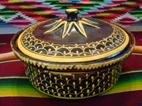 Mexican vintage pottery and ceramics, a very unique lidded casserole with a dark brown/black field and very fine decorative painting, Tlaquepaque, Jalisco, c. 1930's. Main photo.
