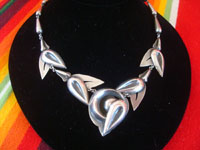 Vintage sterling silver jewelry, a lovely and very graceful sterling silver necklace with a wonderful design and very good silver-work, c. 1960's. Another full view of the necklace.