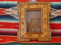 Mexican vintage wood-carving and Mexican vintage folk art, a wonderful marquetry picture frame, c. 1930. Beautifully hand-crafted with inlays of different kinds of wood.