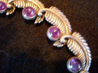 Mexican vintage Taxco silver jewelry, a beautiful necklace with earrings from the workshop of Los Castillo, Taxco, c. 1940-50. The set is extremely finely made of sterling silver in the shape of lovely leaves, with beautiful amethyst cabochons. Closeup photo of a part of the necklace.