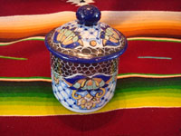 Mexican vintage pottery and ceramics, a beautiful lidded Talavera dish from Puebla, bearing the mark of the Uriarte fabrica, c. 1960's. Main photo.