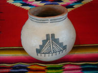 Native American Indian vintage pottery and ceramics, a lovely Acoma pot with wonderful raincloud patterns in the decoration, Acoma Pueblo, New Mexico, c. 1940. Main photo of the Acoma pot.