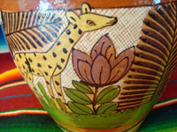 Closeup photo showing giraffe on Tonala vase.