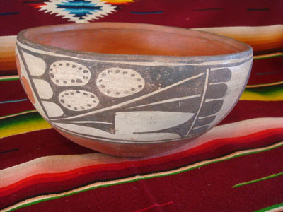 Native American Indian vintage pottery and ceramics, a beautiful Santo Domingo pottery bowl with lovely hand-painted decoration, Santo Domingo Pueblo, New Mexico, c. 1950. The shape and wonderful decoration of the bowl are graceful and very elegant.