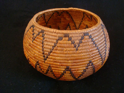 Native American Indian baskets, a stunning Mission basket, Cahuilla, Palm Springs area, c. 1920.