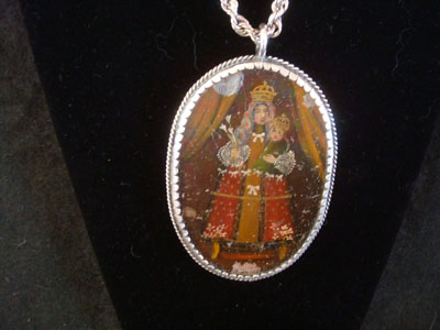 Mexican vintage devotional art, and Mexican vintage sterling silver jewelry, a beautiful rellicario with the small retablo beautifully painted on tin, with a lovely sterling silver rope chain, c. 1920's. The relicario depicts images of the Virgin Mary and Child Jesus, painted on both sides. This is truly a treasure of Mexican devotional art! Closeup photo of side 1.