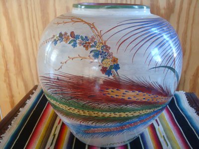 Mexican vintage pottery  and ceramics, a stunningly beautiful Tonala burnished globe vase with incredibly fine artwork decoration, Tonala, c. 1930. The artwork features a wonderful egret amidst floral decorations.
